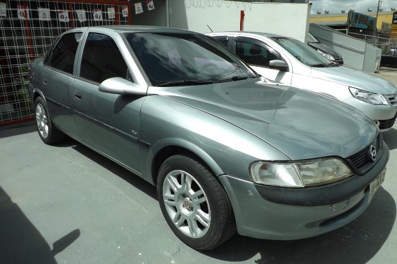 GM - Chevrolet Vectra CD 2.0 (modelo antigo)